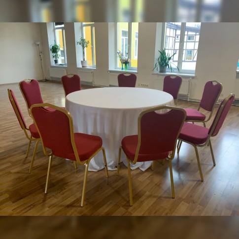 Apaļš banketa galds ar sarkaniem krēsliem | komplekts, 9 personām, 150 cm | noma