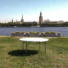 Apaļš saliekamais galds 8 personām <br /><span style=text-transform:none;><small> bez galdauta, 150 cm</small></span>