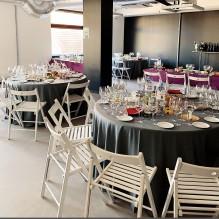 Apaļš banketa galds ar baltiem krēsliem <br /><span style=text-transform:none;><small> komplekts, 9 personām, 150 cm</small></span>